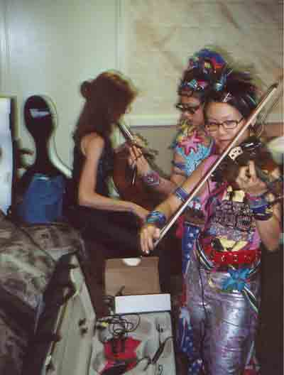 CHI2 Strings warming up, Glen Helen Blockbuster Pavilion, CA, Aug 2001